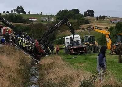 Tres menores mueren tras volcamiento de camión en Chiloé
