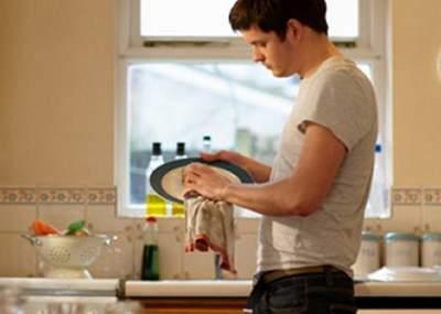 Mujeres destinan tres horas más que hombres a trabajos no remunerados