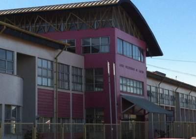 Incendio afectó salas y bodega del Liceo Profesional Pablo Neruda en Castro