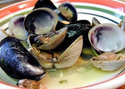 Se extiende prohibición de extracción de mariscos en Quellón por Marea Roja